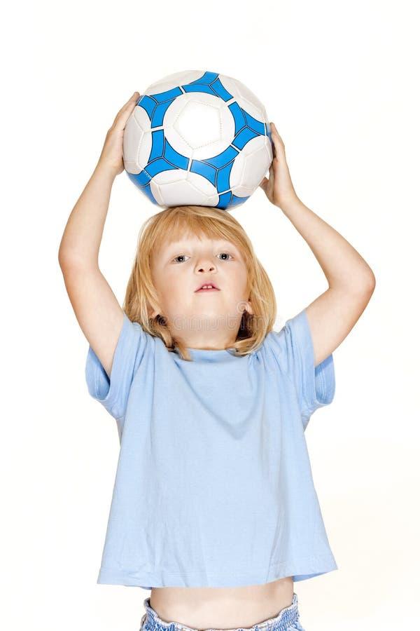 удерживание футбола мальчика стоковое фото rf