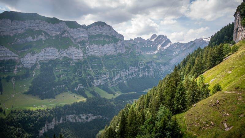 Удивительный пейзаж и природа в швейцарских Альпах в Швейцарии стоковая фотография