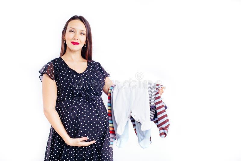 Удивленная беременная женщина ждать ее ребенка стоковые фотографии rf