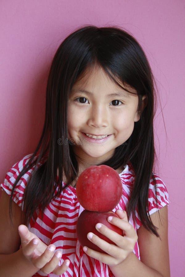 удивленные персики девушки стоковое изображение