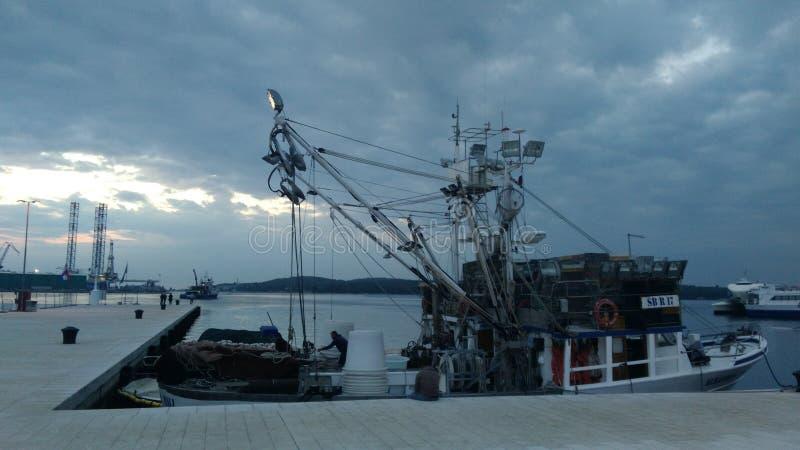 Удить корабль в порте стоковые изображения rf