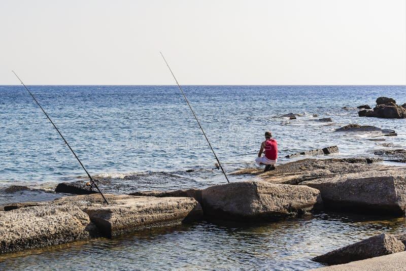 Удить на берегах среднеземноморского возможность остановить и восхитить мир вокруг, для того чтобы отразить на жизни Греция стоковая фотография