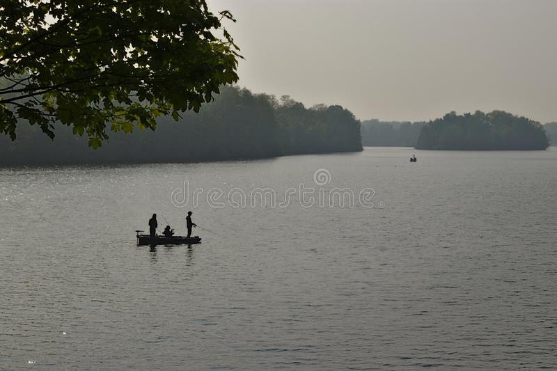 Удить на озере стоковые изображения