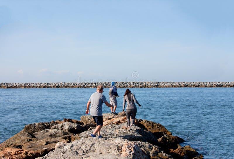Удить с пристани на Corona del Mar стоковое фото