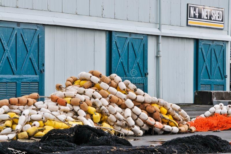 удить хранение сарая сетей поплавков стоковая фотография rf