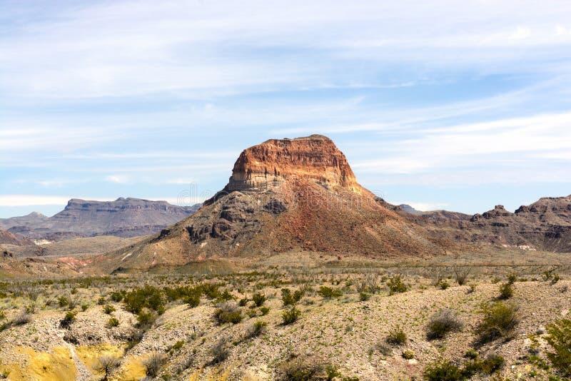 Уединённый Butte на западе стоковые изображения rf