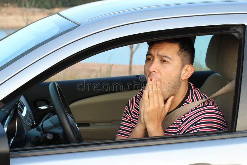 Ужаснутое молодое мужское чувство водителя виновное стоковые фотографии rf