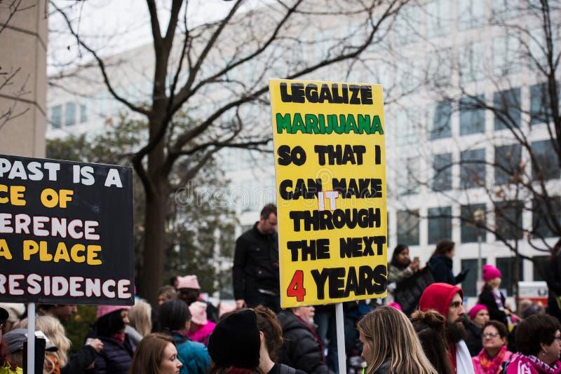 Узаконьте марихуану - DC в марте - Вашингтоне женщин стоковая фотография