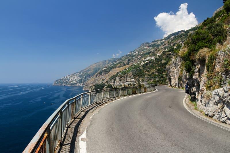 Узкая дорога горы побережья Амальфи стоковые изображения
