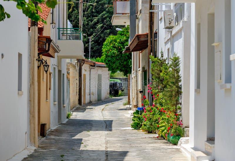 Узкая улица в старом селе стоковые изображения rf