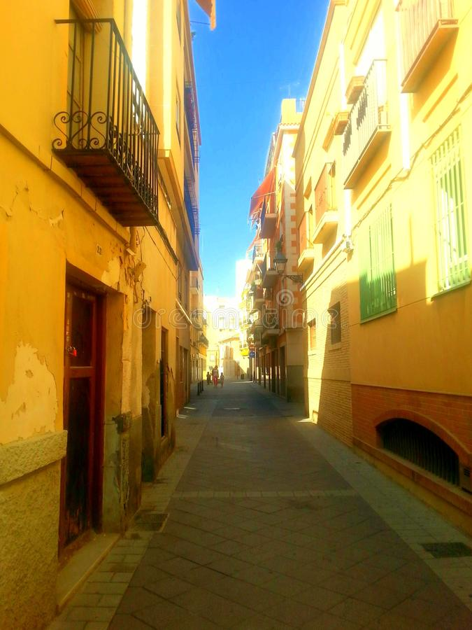 Узкая улица в Elche стоковое изображение rf