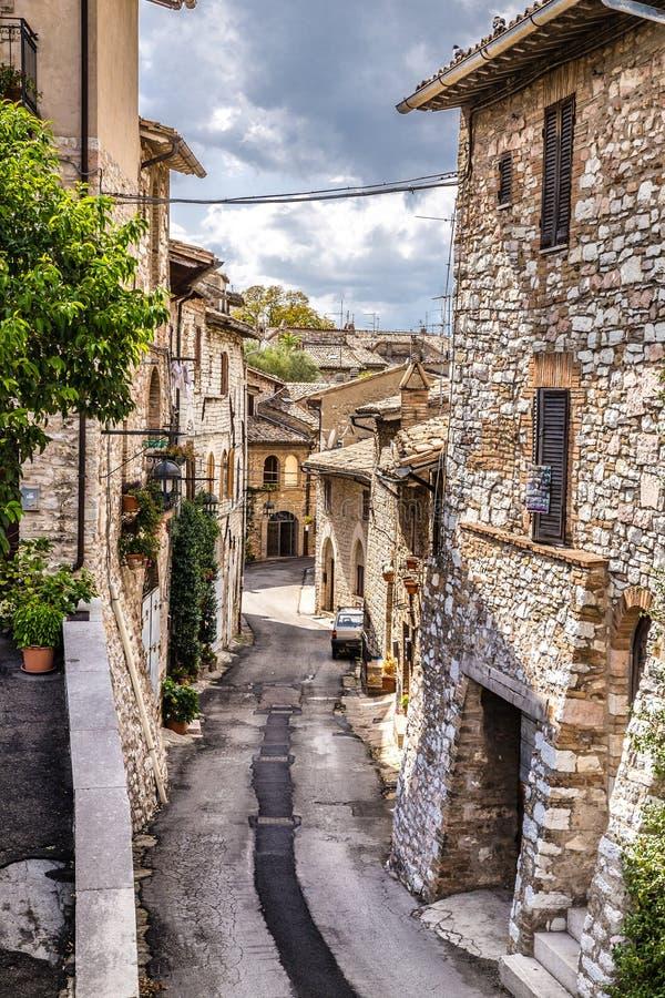 Узкая улица зоны Assisi - Умбрии, Италии стоковое изображение rf