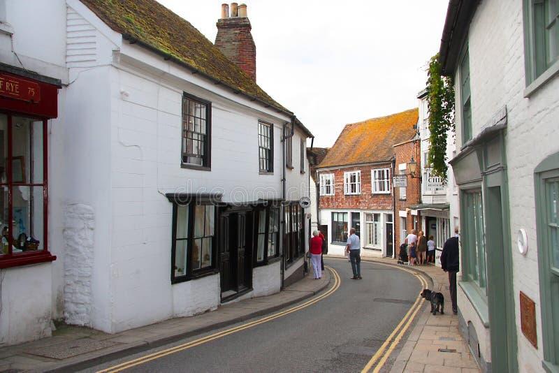 Узкая улица через Rye в восточном Сассекс стоковое изображение rf