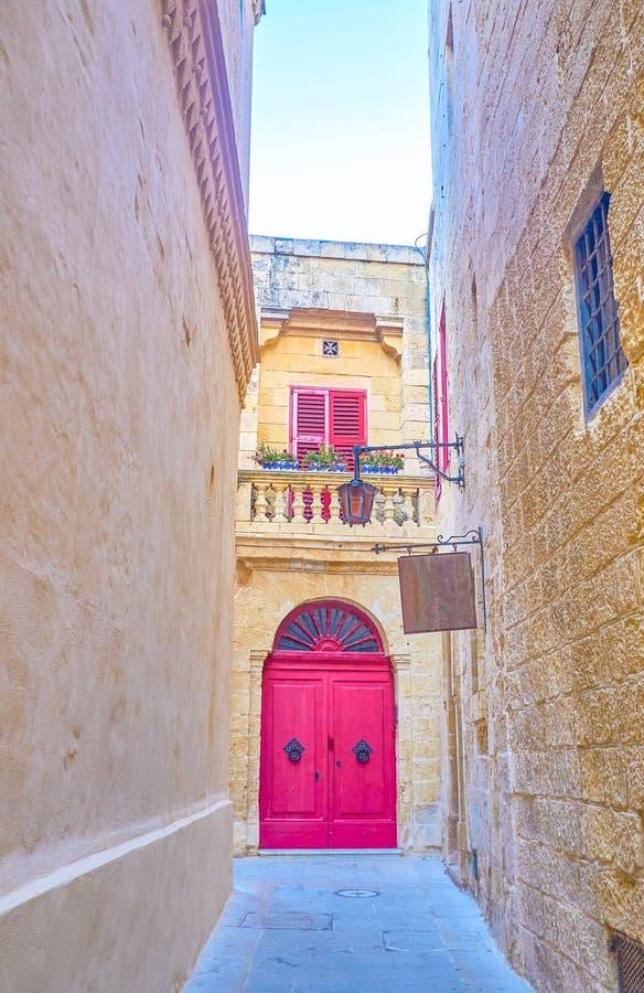 Узкая улочка в Mdina, Мальте стоковые изображения