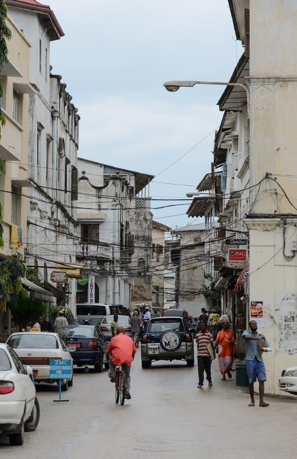 Download Узкие улицы каменного городка - главного города Занзибара, старой колониальной провинции Редакционное Изображение - изображение насчитывающей фасады, усадьба: 41660585