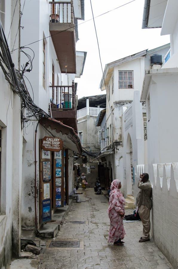 Download Узкие улицы каменного городка - главного города Занзибара, старой колониальной провинции Редакционное Фото - изображение насчитывающей фасады, город: 41660601