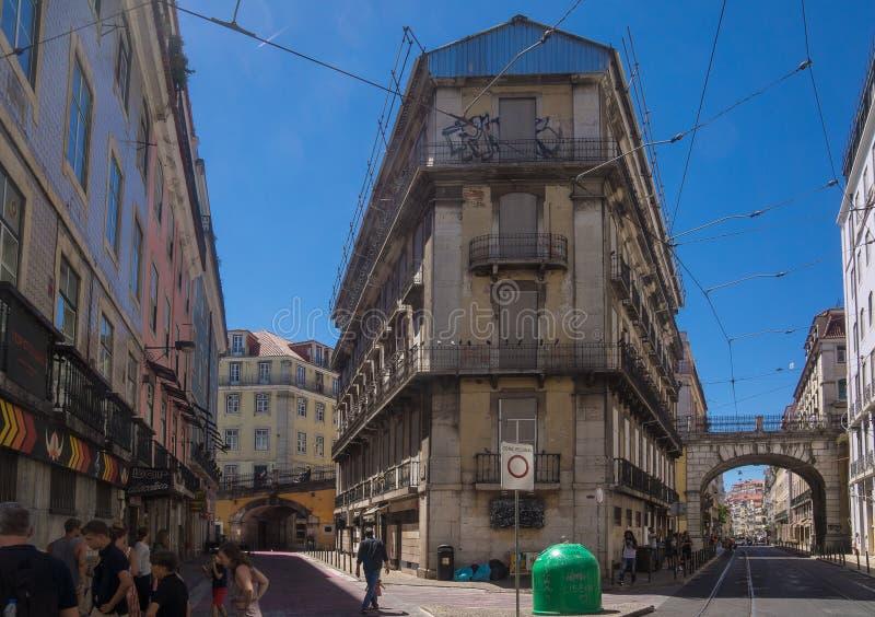 Узкий исторический квадрат buildingat стоковое фото