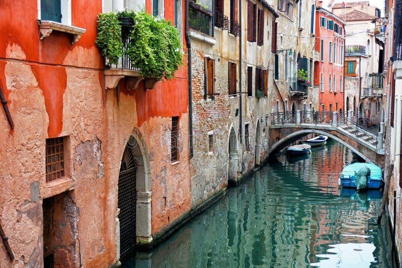 Узкий канал Венеции стоковое фото