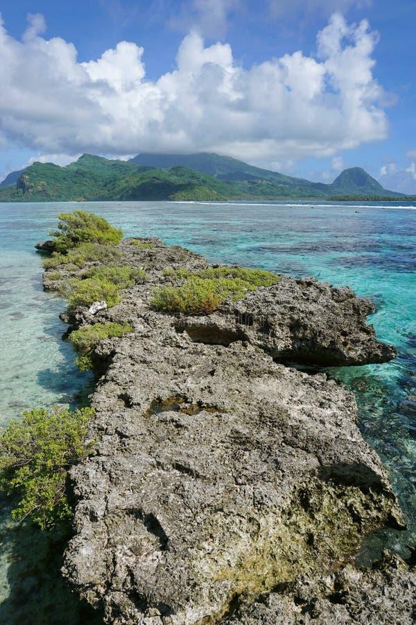 Узкий островок Huahine Французская Полинезия рифа стоковое изображение rf