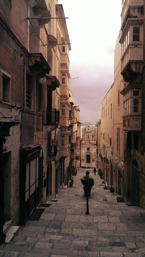 Узкий проход в Валлетте Мальте стоковые изображения