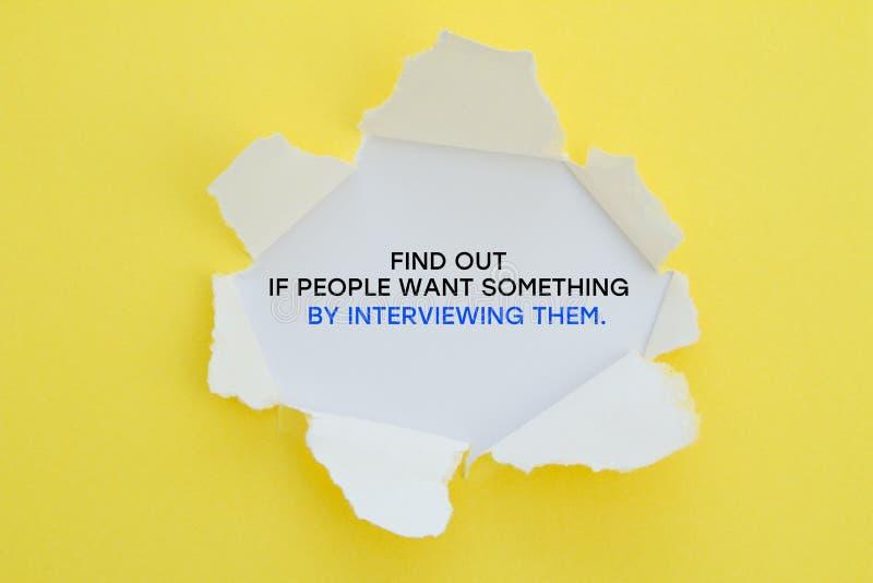 Узнайте если люди хотят что-то путем интервьюировать их стоковые фотографии rf