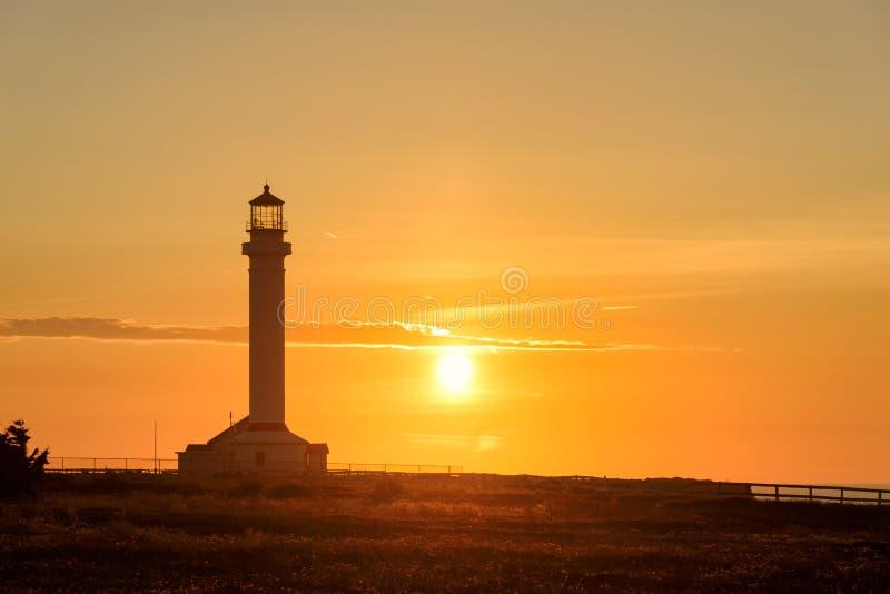 Укажите маяк на оранжевый заход солнца, Калифорния арены стоковая фотография rf