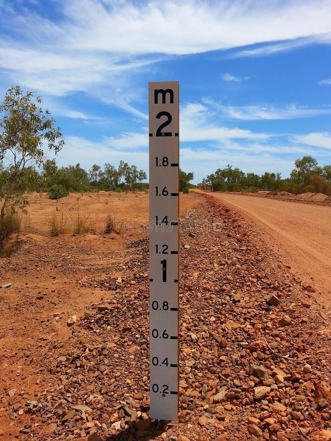 Указатель глубины русла реки австралийского захолустья сухой стоковая фотография