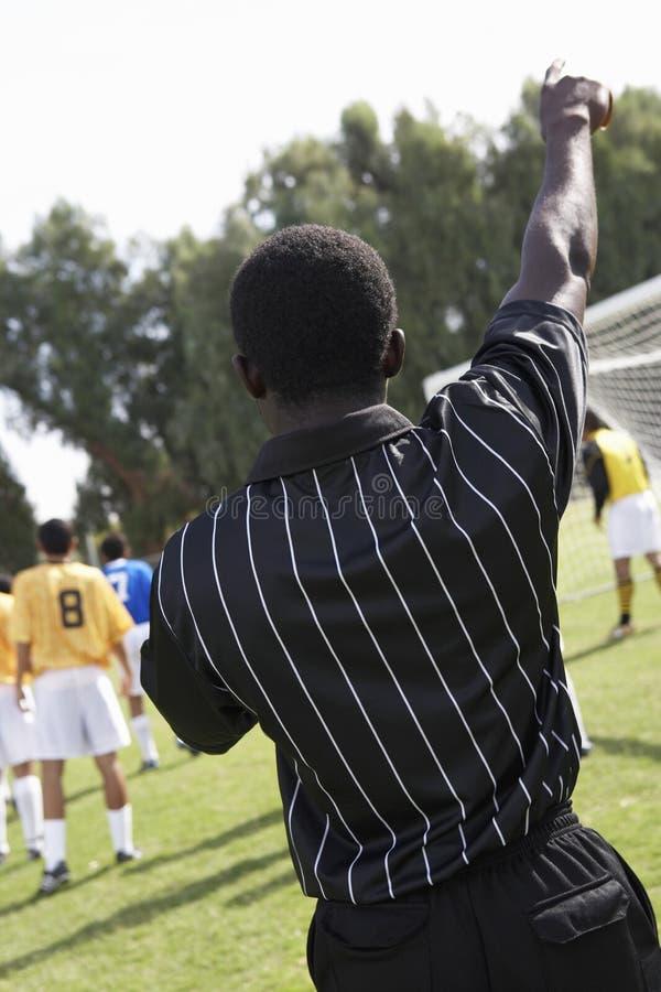 указывать футбол судья-рефери стоковое изображение
