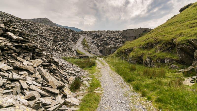 Уклон карьера к карьеру Rhosydd, Gwynedd, Уэльс, Великобритании стоковые фотографии rf