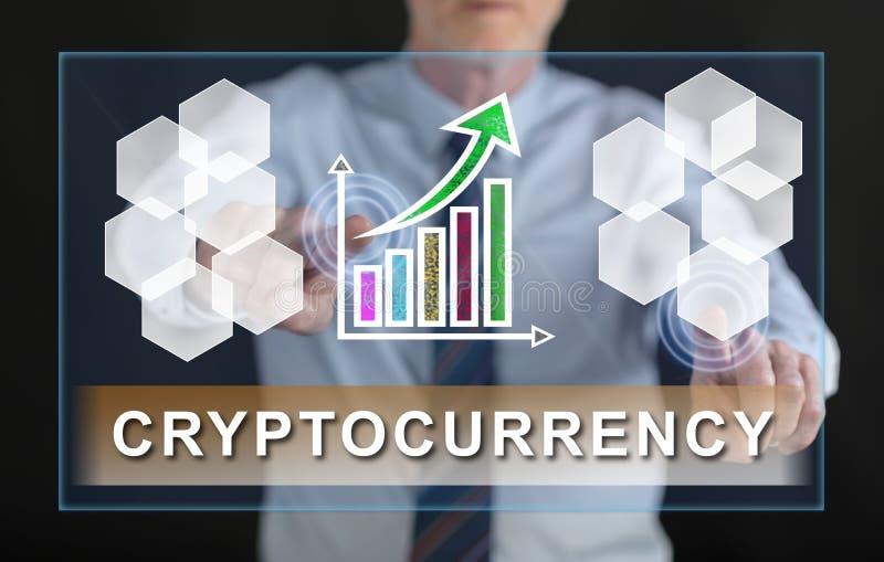 Укомплектуйте личным составом касаться концепции успеха cryptocurrency на экране касания стоковое изображение