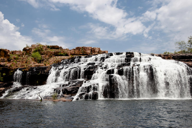 Укомплектовывающ личным составом водопад ущелья - Австралию стоковые фотографии rf