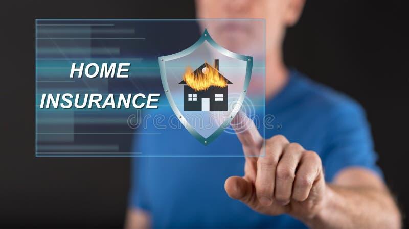 Укомплектуйте личным составом касаться концепции страхования жилья на экране касания стоковое фото