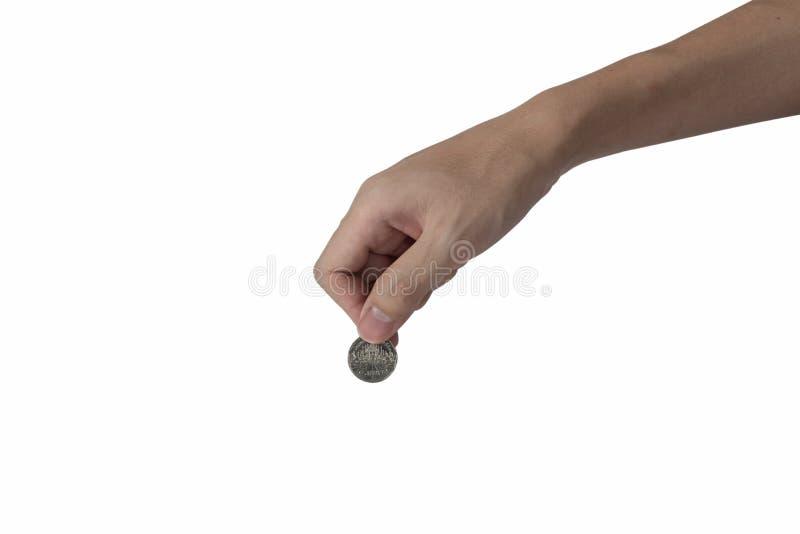 Укомплектуйте личным составом руку держа монетку изолированный на белой предпосылке стоковые изображения rf