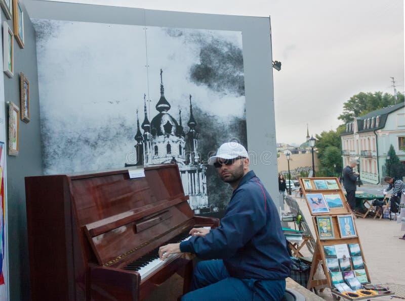 УКРАИНА, КИЕВ - 9,2013 -го сентябрь: Спуск Эндрью, вскользь passe стоковое фото