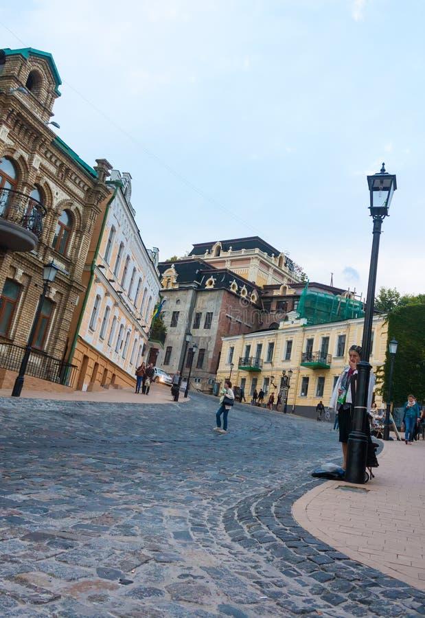 УКРАИНА, КИЕВ - 10,2013 -го сентябрь: Спуск St Andrew - h стоковое фото