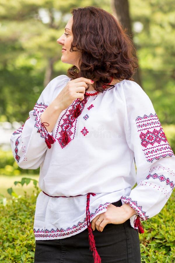 Украинская женщина в традиционном платье стоковое фото rf