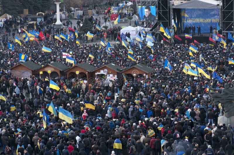 Украинские люди требуют отставке правительства и раньше голосовать стоковая фотография rf