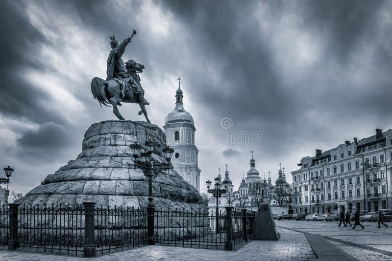 Украинский гетман Bogdan Khmelnitsky на квадрате Софии в Kyiv, Украине стоковая фотография