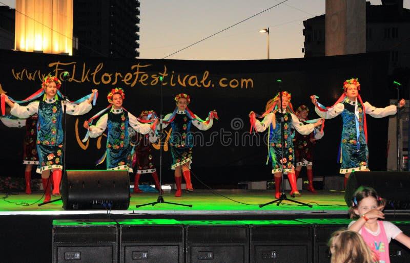 Украинский танец девушек стоковая фотография rf