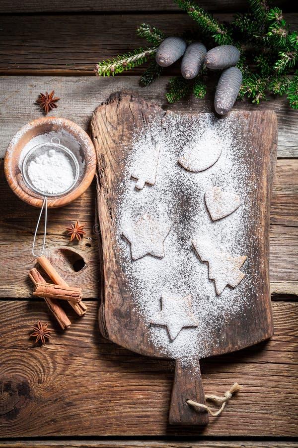 Украшать с печеньями рождества сахара замороженности стоковые фото