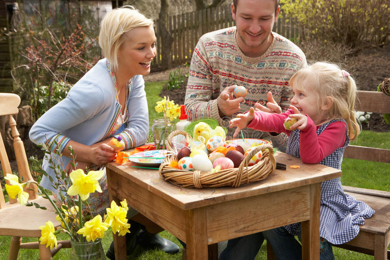 Картинка семейные традиции, цветы послать открытки