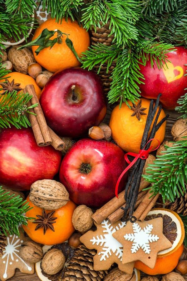 Украшение еды рождества Приносить чокнутые печенья специй стоковые изображения rf