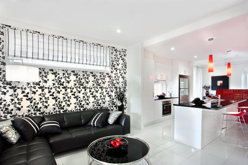 Украшение живущей комнаты используя причудливые света и черное искусство лозы дальше стоковое фото rf