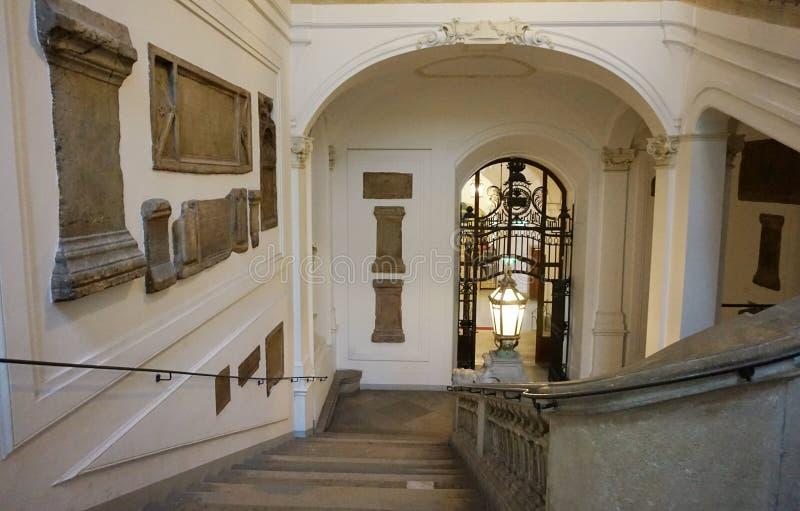 Украшение лестниц водя к национальной австрийской библиотеке на дворце Hofburg стоковое фото