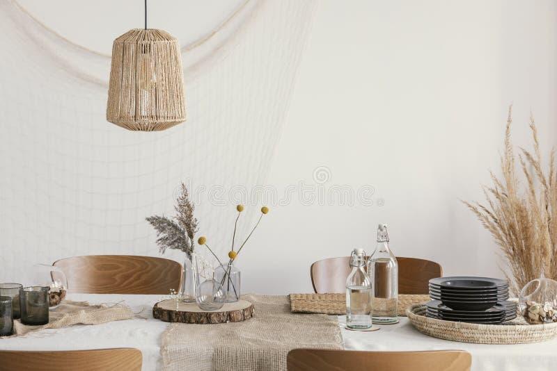 Украшение на столе в загородном стиле стоковое изображение