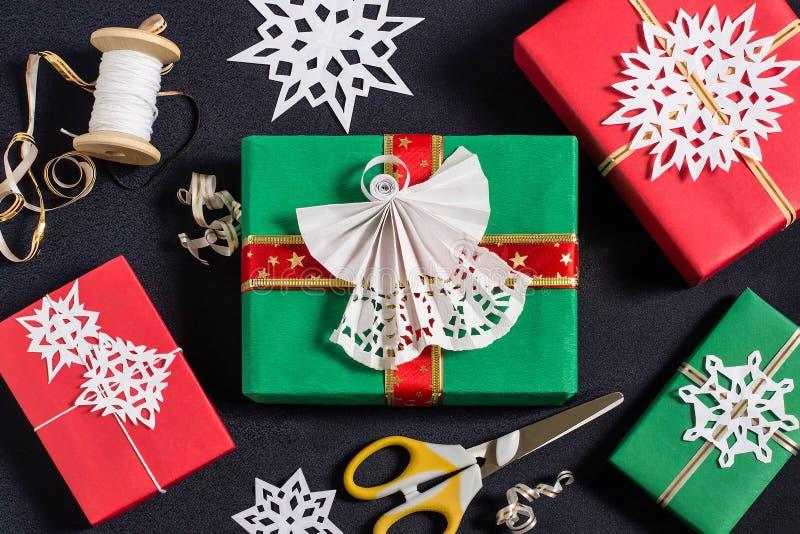Украшение подарочных коробок для рождества стоковые изображения rf
