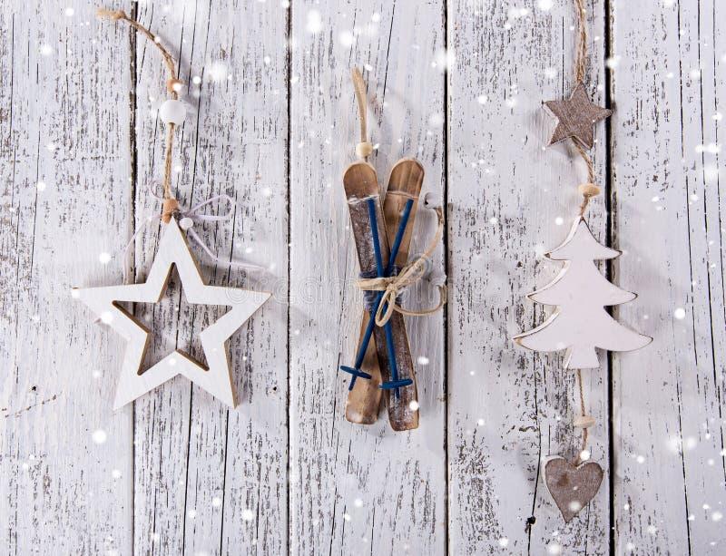 Украшение рождества винтажное на деревянной предпосылке стоковые изображения