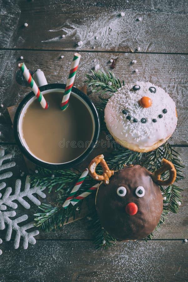 Украшение рождества на donuts стоковые фото