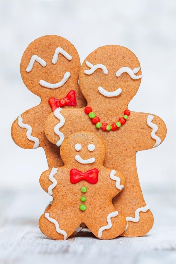 Украшение рождества с счастливой семьей человека пряника стоковое изображение rf