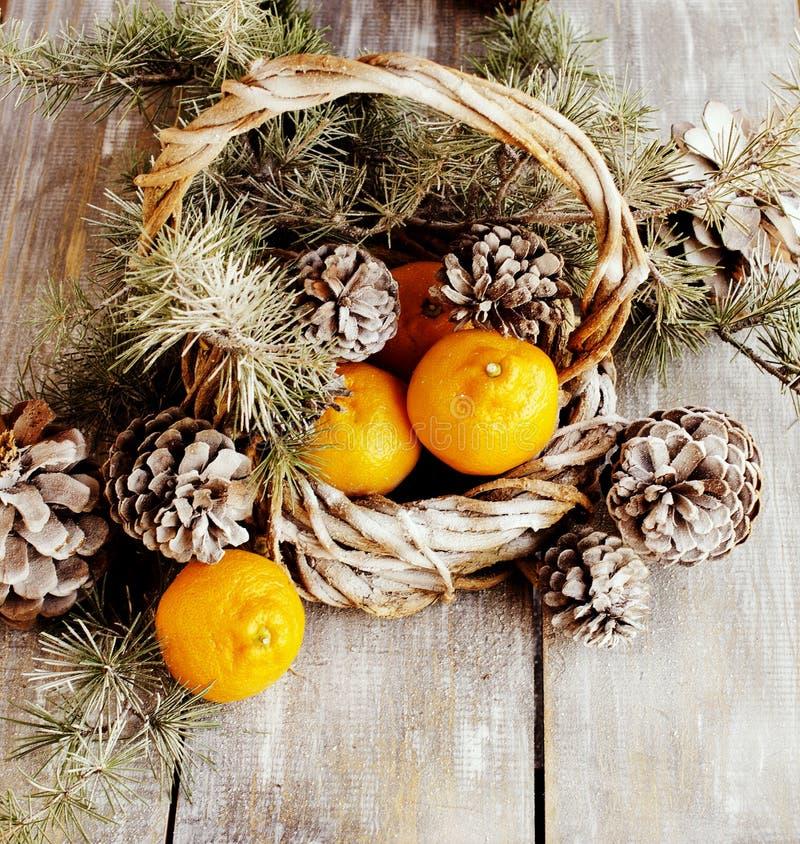 Украшение рождества с ветвями ели стоковое изображение